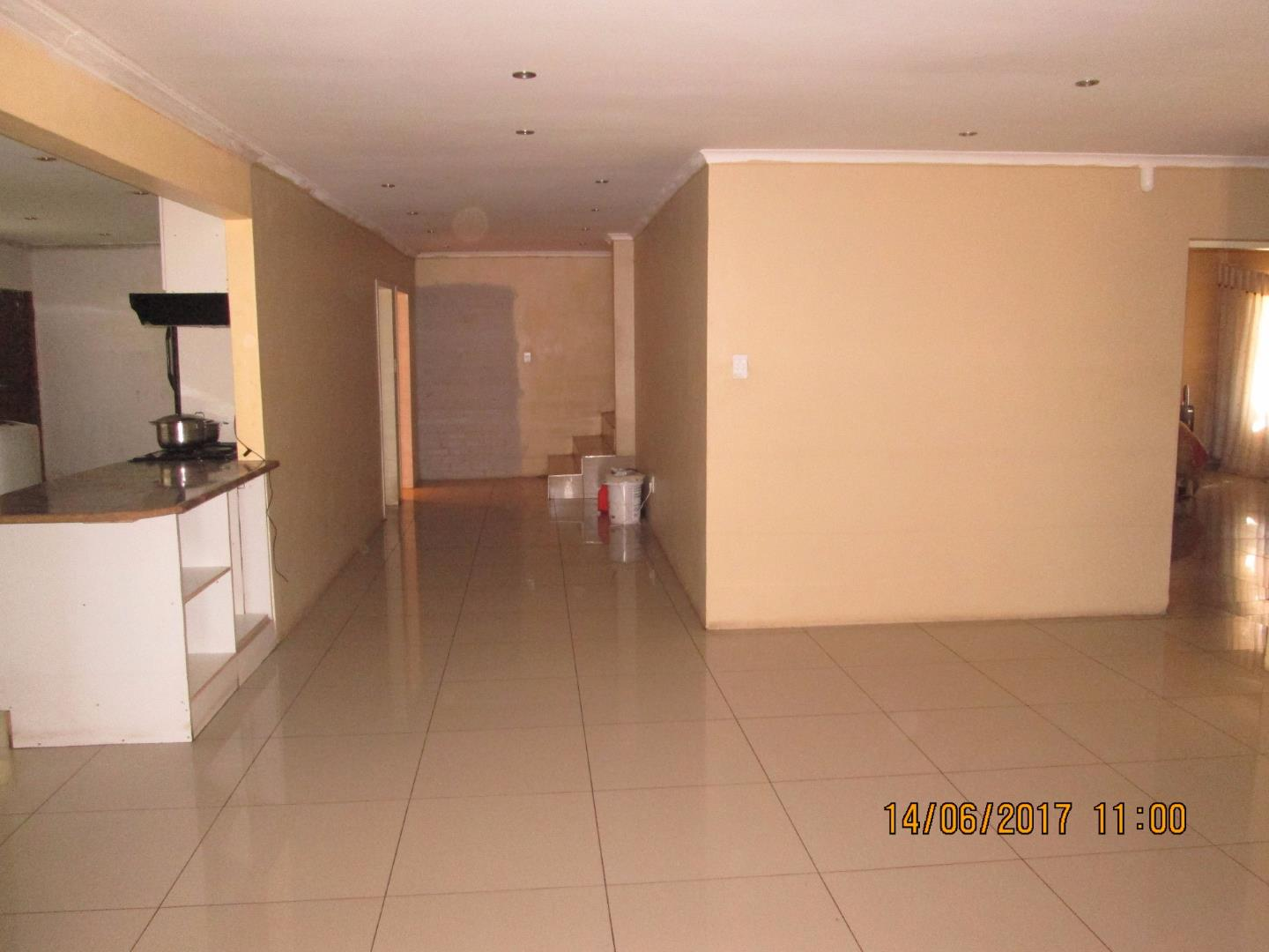 Mondeor property for sale. Ref No: 13526240. Picture no 17