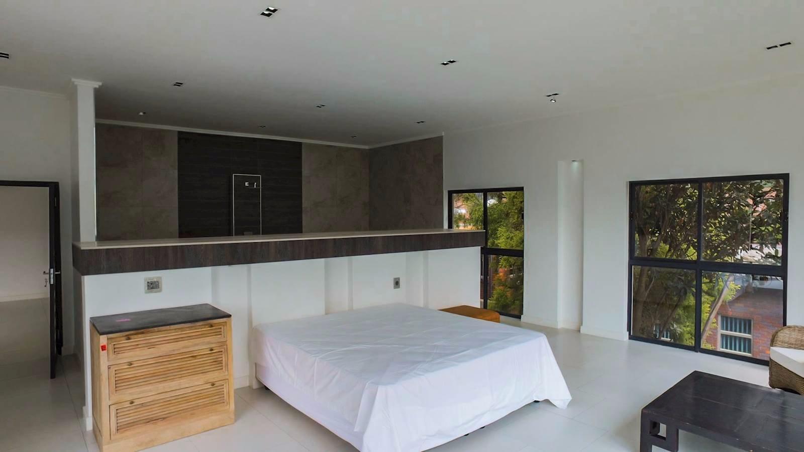 Glenvista property for sale. Ref No: 13524841. Picture no 15