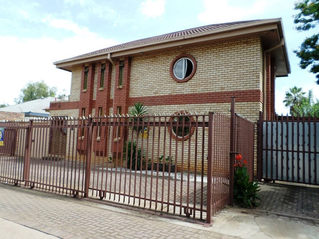 Property and Houses for sale in Clydesdale, House, 9 Bedrooms - ZAR 2,700,000
