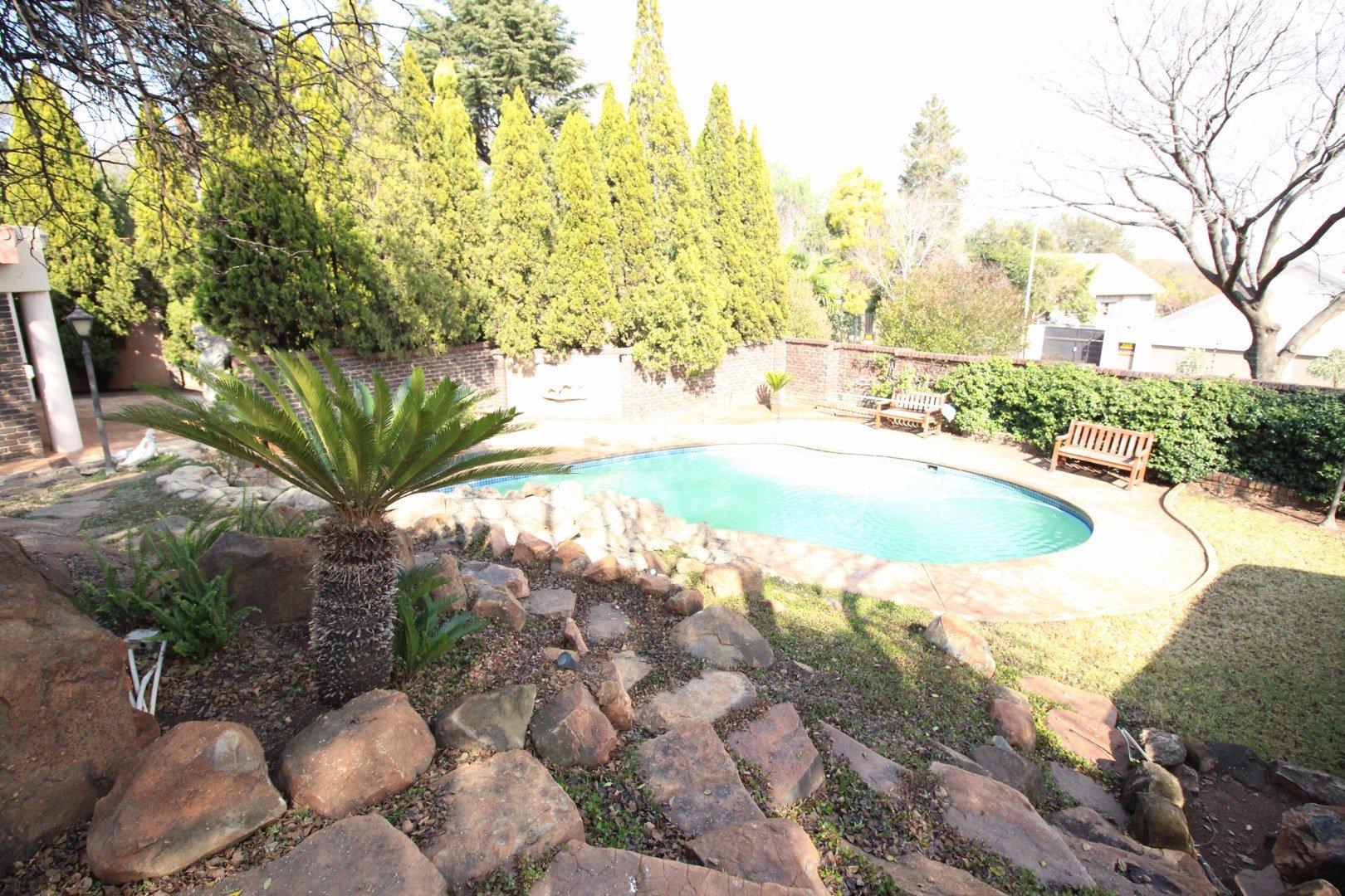 Mulbarton property for sale. Ref No: 13511727. Picture no 39