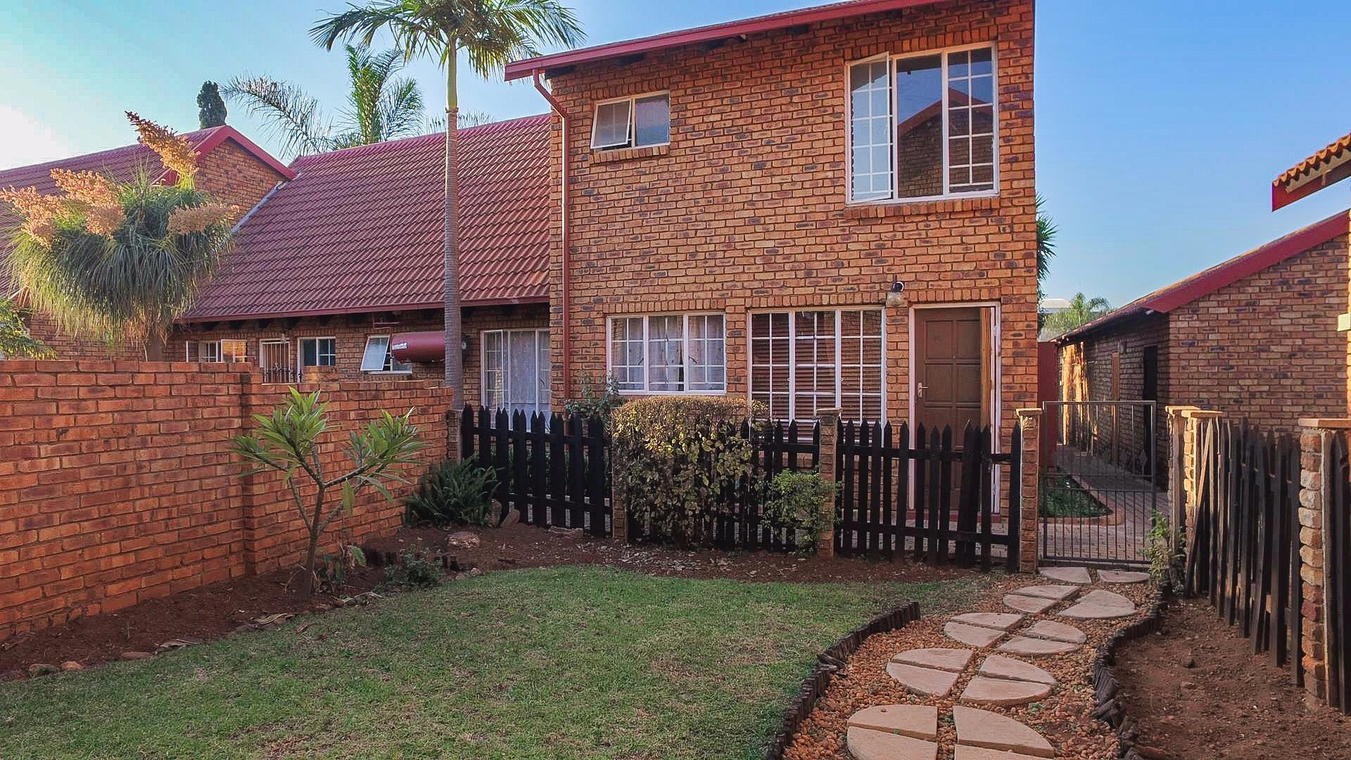 Zwartkop property for sale. Ref No: 13494389. Picture no 1