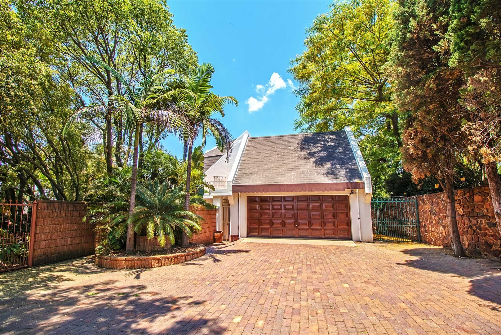 Waterkloof Ridge property for sale. Ref No: 13553029. Picture no 27