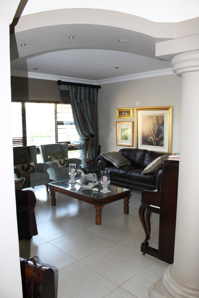 Tuscany Ridge property for sale. Ref No: 13388099. Picture no 7