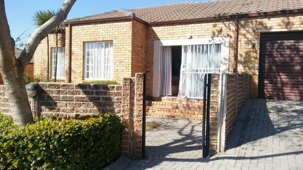Roodepoort, Honeydew Ridge Property  | Houses For Sale Honeydew Ridge, Honeydew Ridge, Townhouse 3 bedrooms property for sale Price:1,195,000