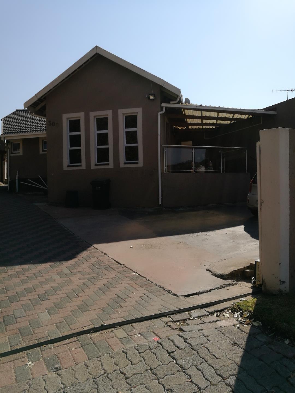 Mondeor property for sale. Ref No: 13525125. Picture no 2