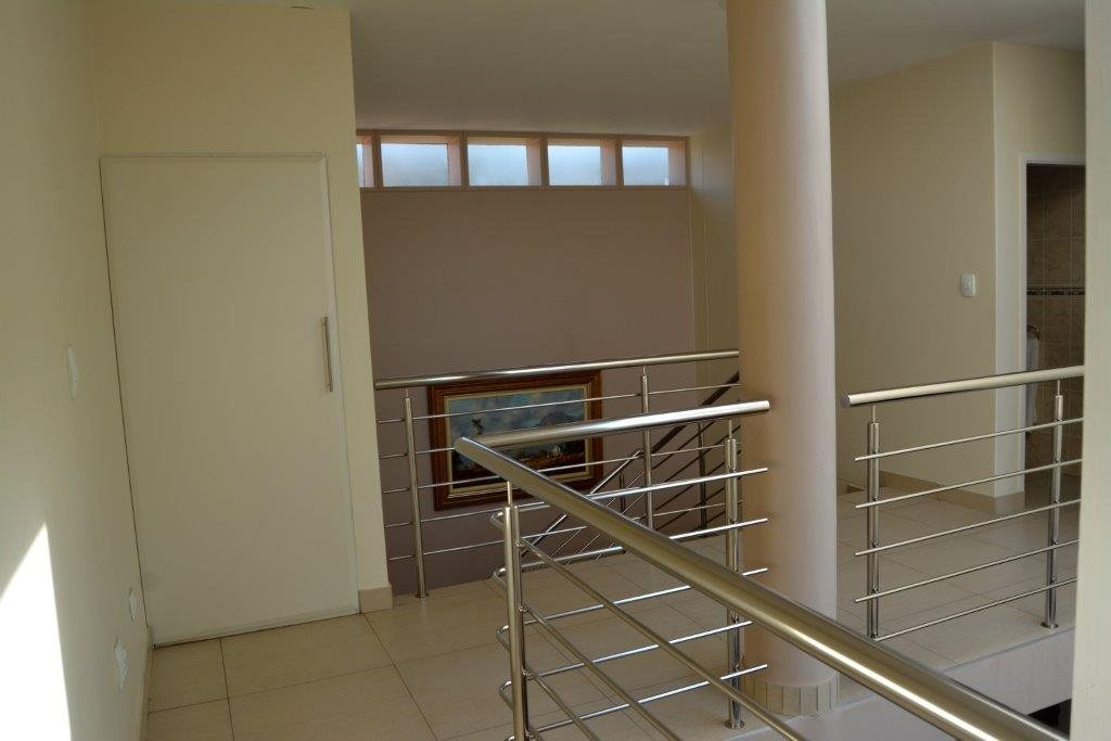 Uvongo property for sale. Ref No: 13366026. Picture no 24