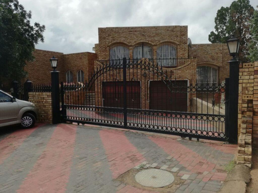 Mabopane, Mabopane Property    Houses For Sale Mabopane, Mabopane, House 4 bedrooms property for sale Price:977,000