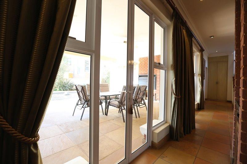 Midstream Estate property for sale. Ref No: 13254174. Picture no 11