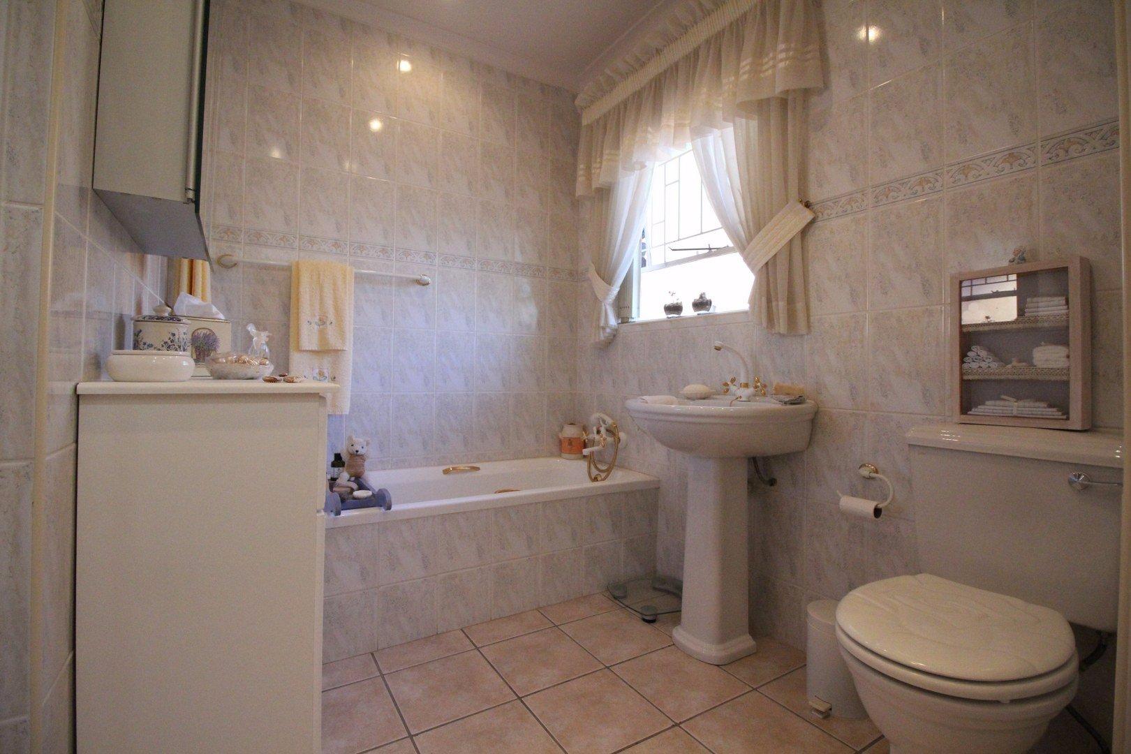 Mulbarton property for sale. Ref No: 13511727. Picture no 25