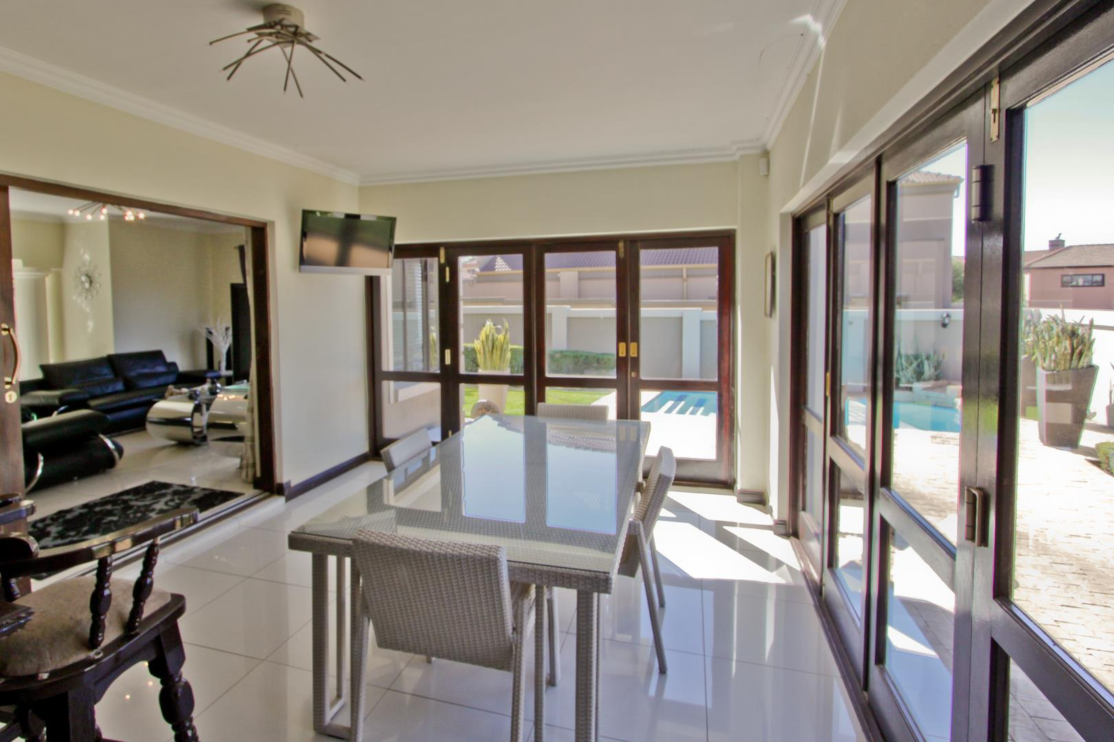 Glenvista property for sale. Ref No: 13525971. Picture no 37