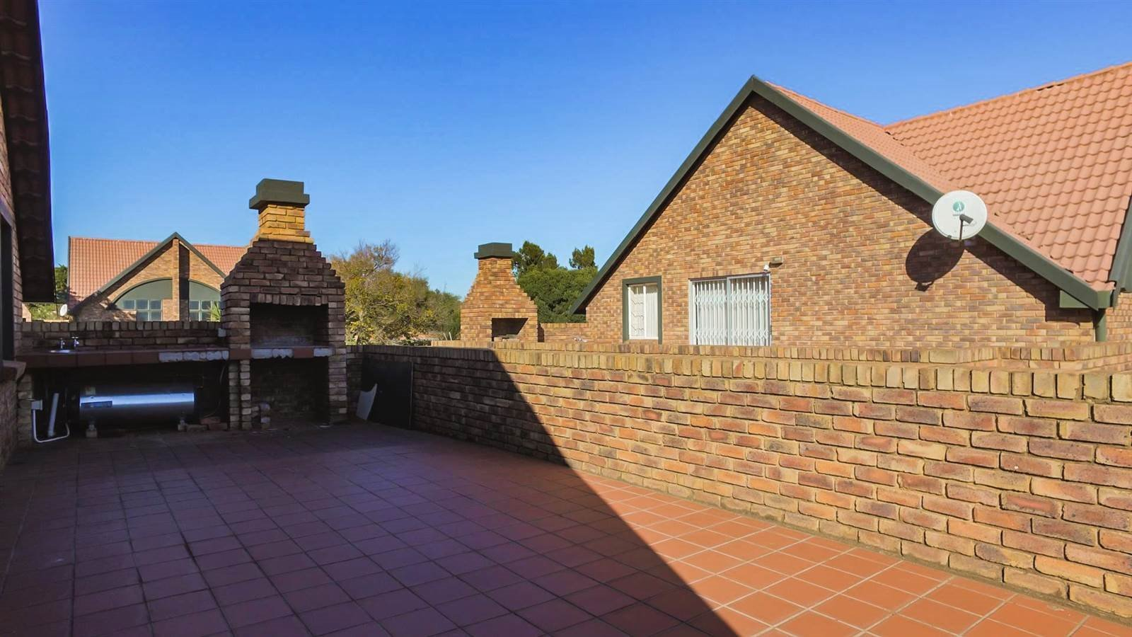 Die Hoewes property for sale. Ref No: 13397871. Picture no 26