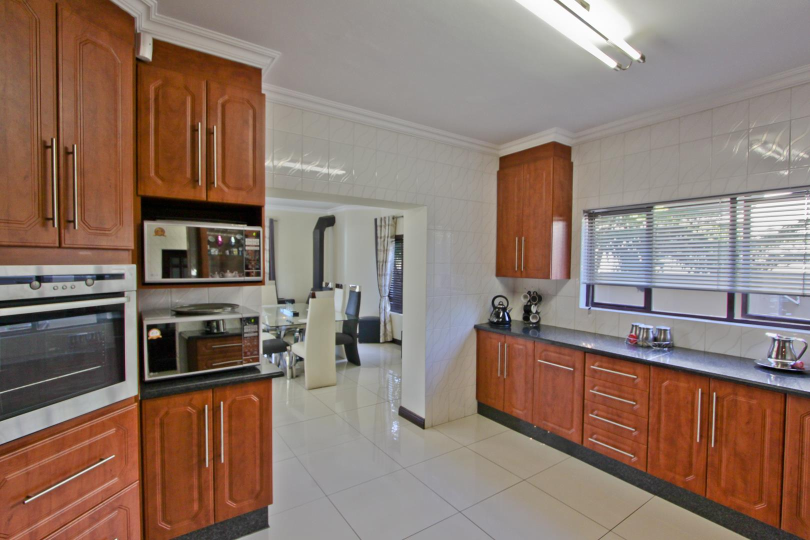 Glenvista property for sale. Ref No: 13525971. Picture no 21