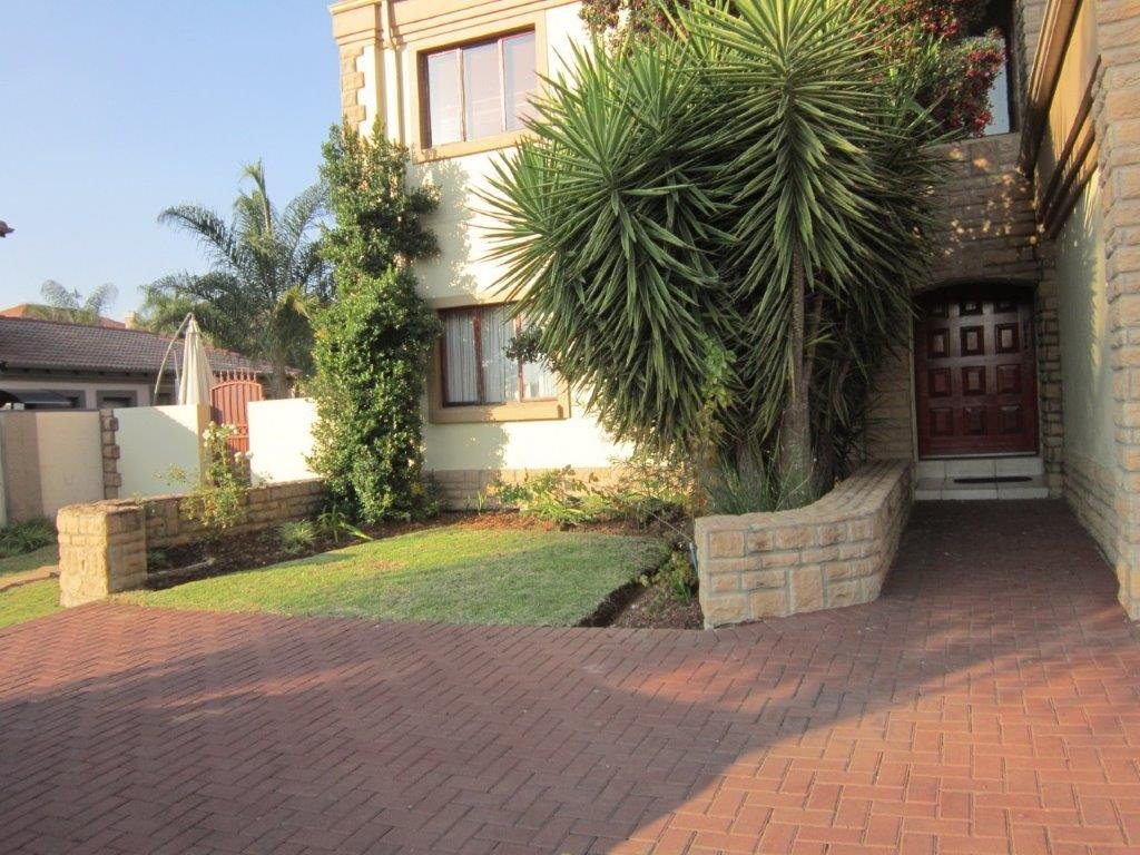 Blue Valley Golf Estate property for sale. Ref No: 13345353. Picture no 18