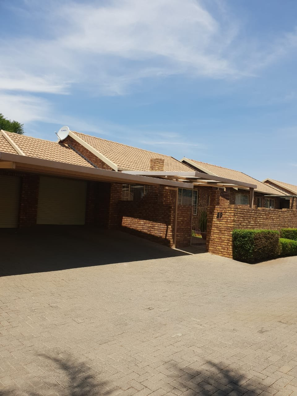 Property and Houses for sale in Rooihuiskraal North, Townhouse, 3 Bedrooms - ZAR 1,450,000