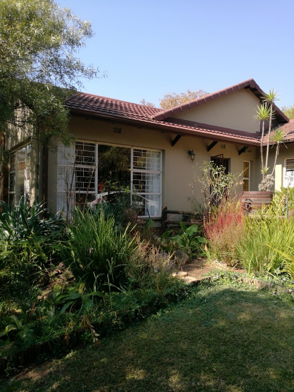 Mondeor property for sale. Ref No: 13525126. Picture no 2