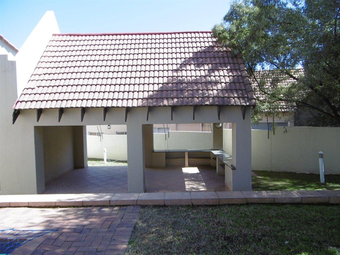 Bryanston property for sale. Ref No: 13531296. Picture no 5