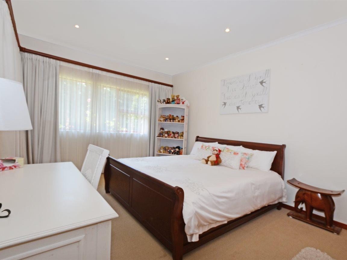 Houghton Estate property for sale. Ref No: 13429041. Picture no 11