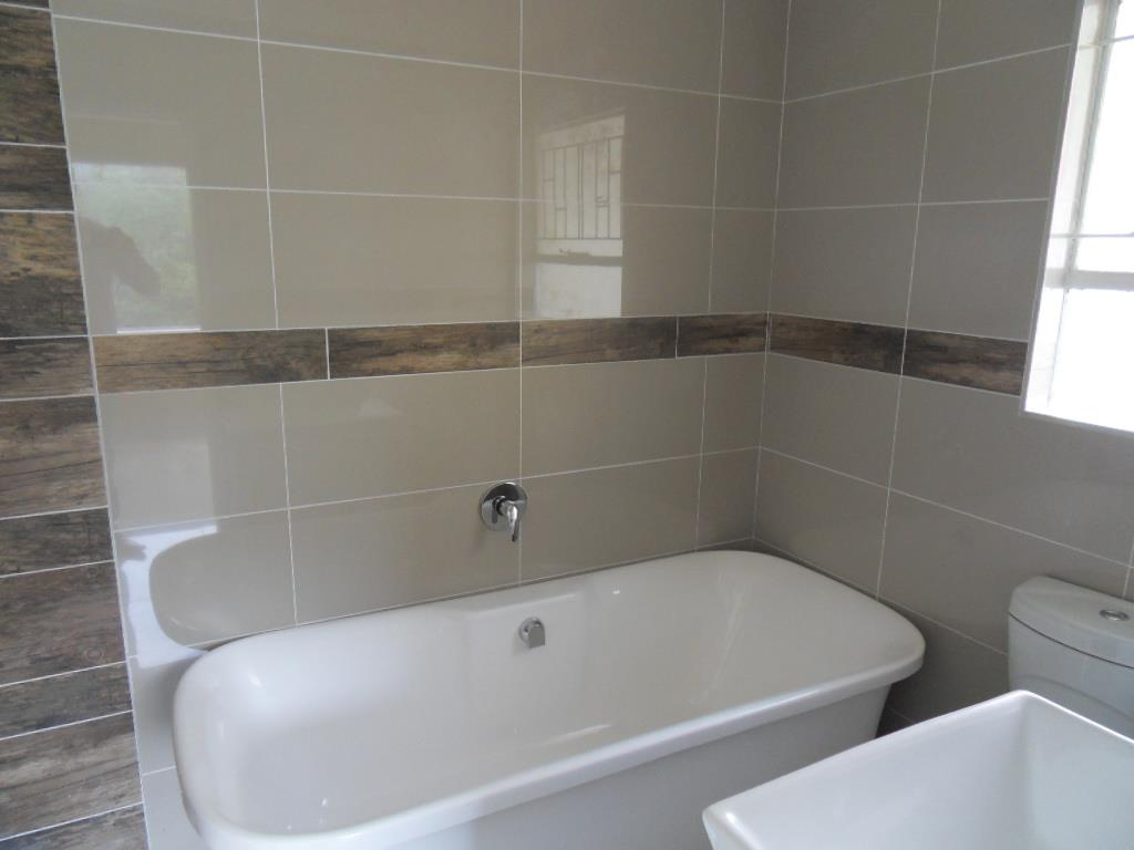 Oakdene & Ext property for sale. Ref No: 13402359. Picture no 6