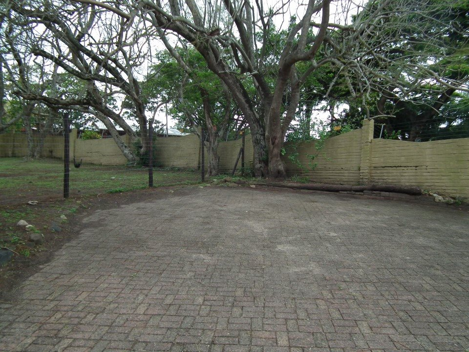 Uvongo property for sale. Ref No: 13394823. Picture no 31