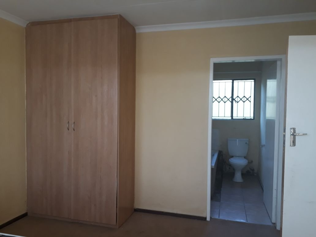 Clayville property for sale. Ref No: 13615342. Picture no 10