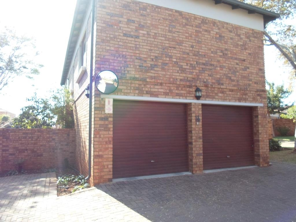 Property and Houses to rent in Centurion Golf Estate, Townhouse, 4 Bedrooms - ZAR , 16,00*,M