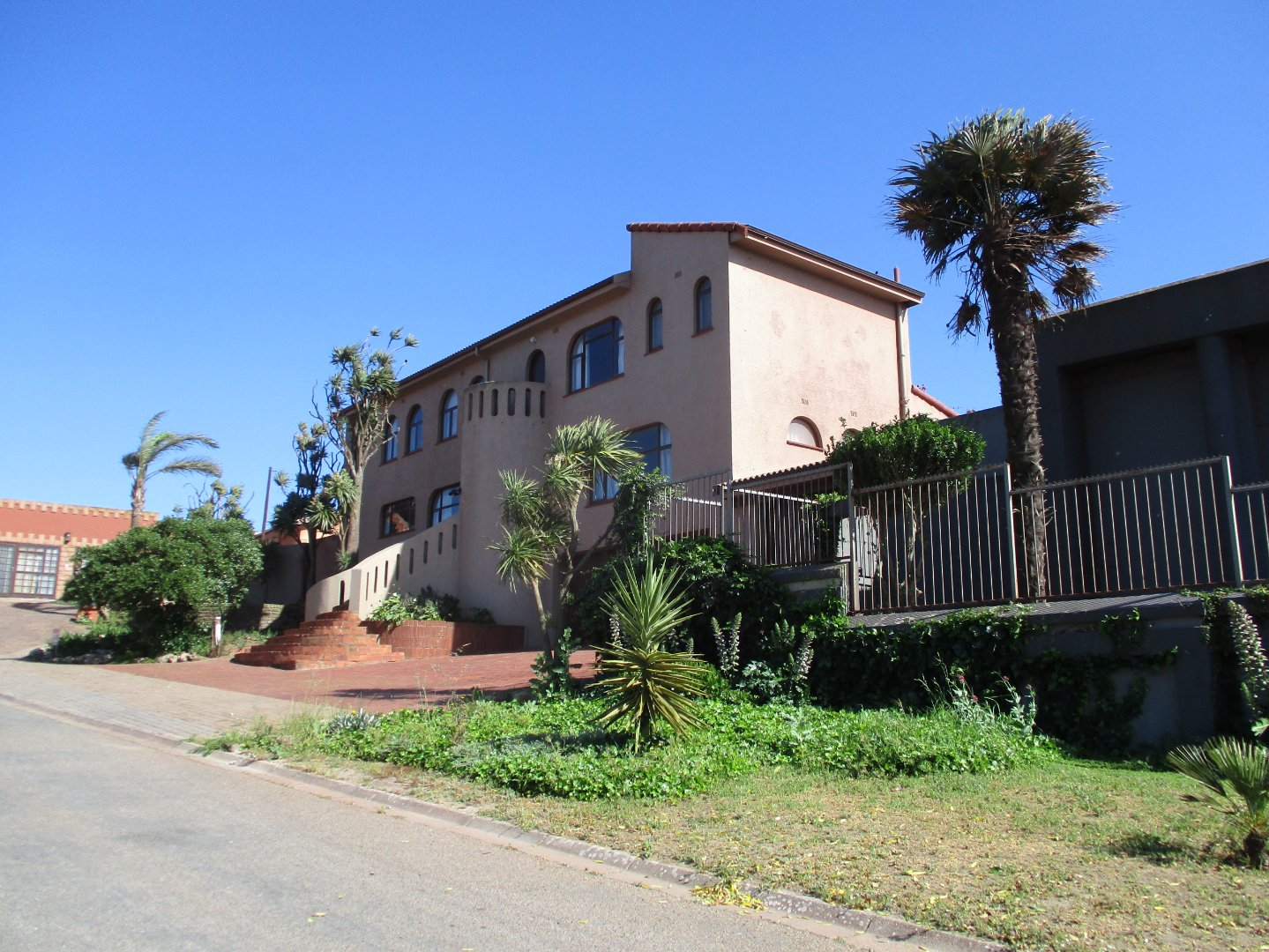 Property and Houses for sale in Vredenburg, House, 5 Bedrooms - ZAR 2,850,000