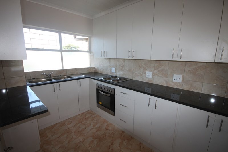 Claremont property to rent. Ref No: 13502628. Picture no 2