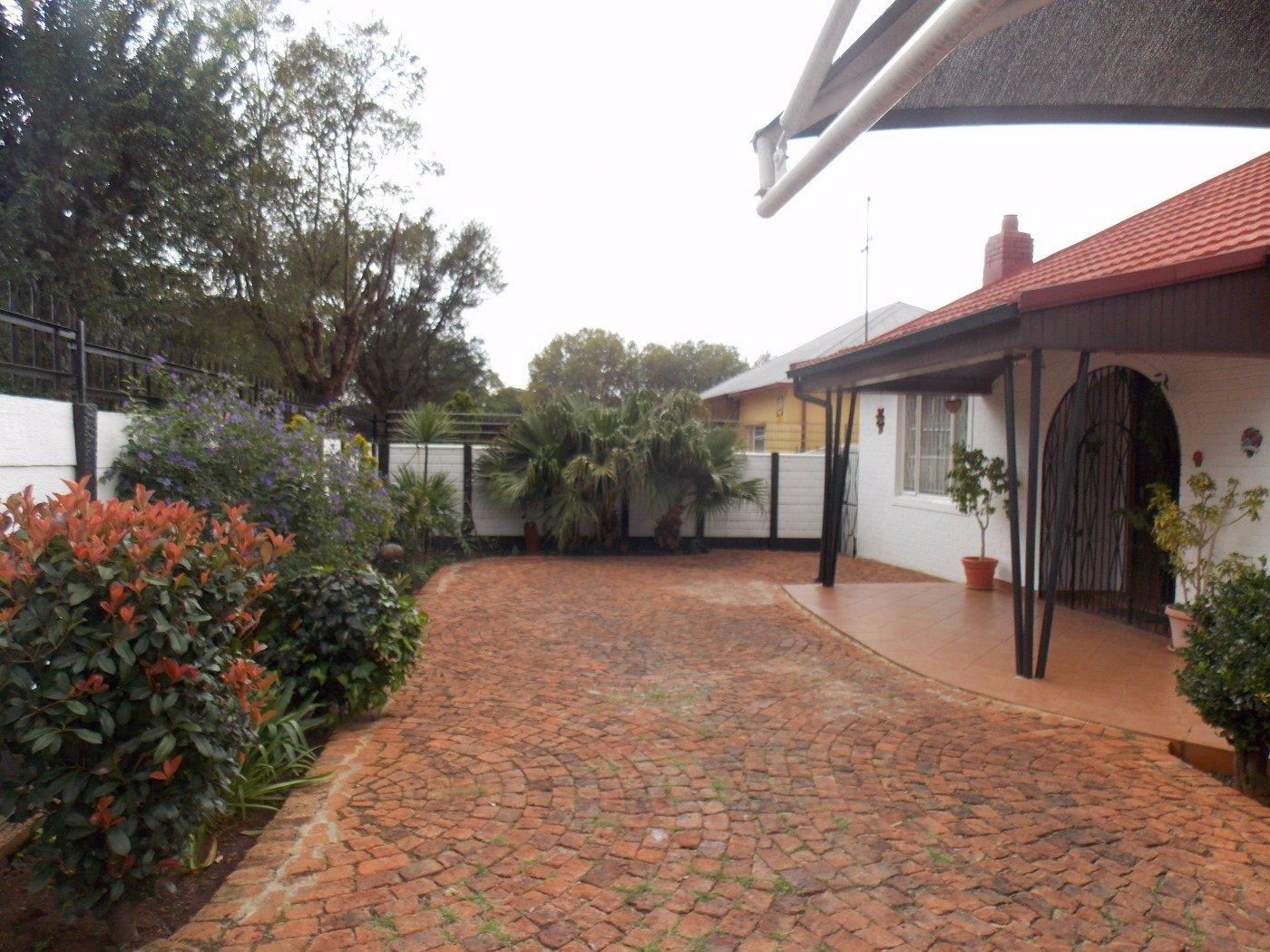 Malvern property for sale. Ref No: 13467428. Picture no 2