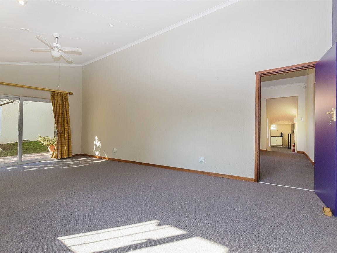 Bryanston property for sale. Ref No: 13434555. Picture no 16