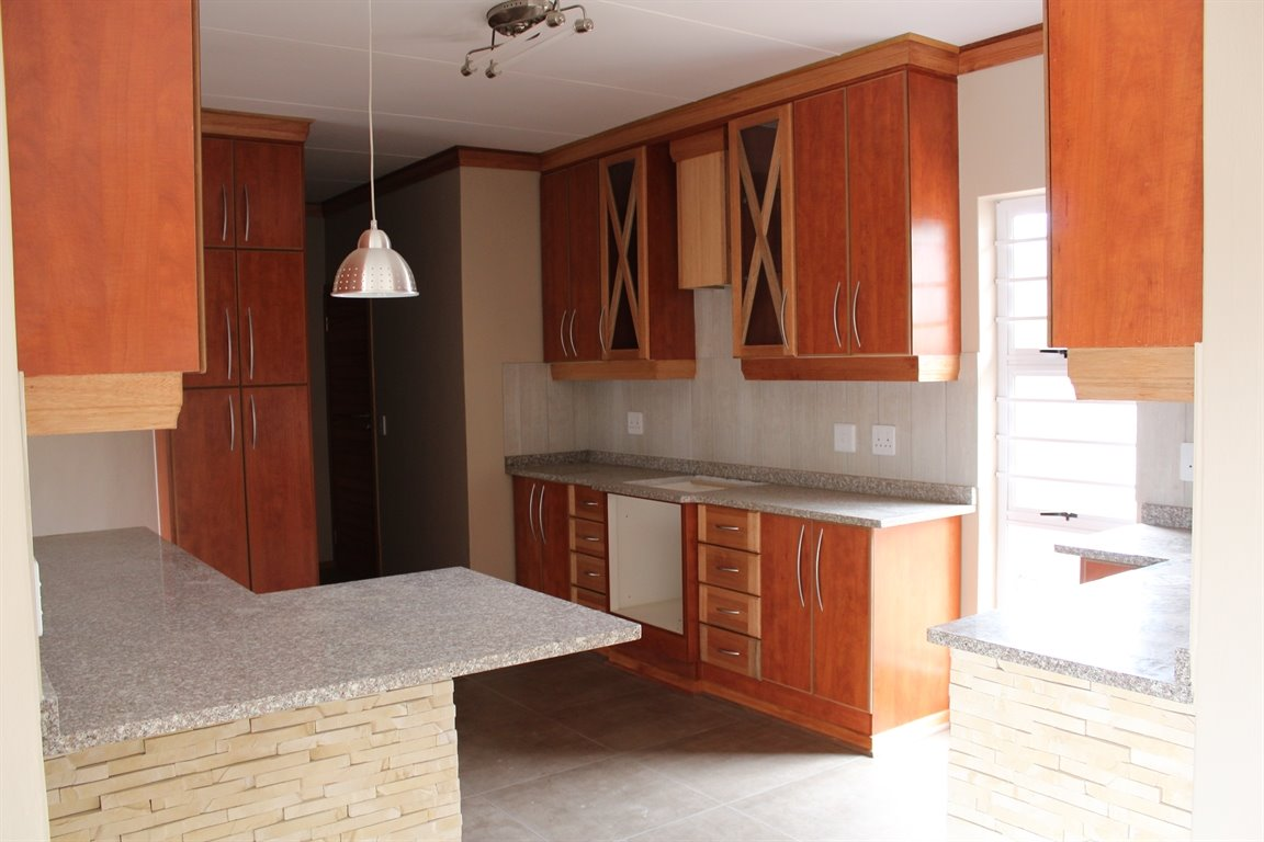 Suid Sentraal Oos property for sale. Ref No: 13403369. Picture no 5