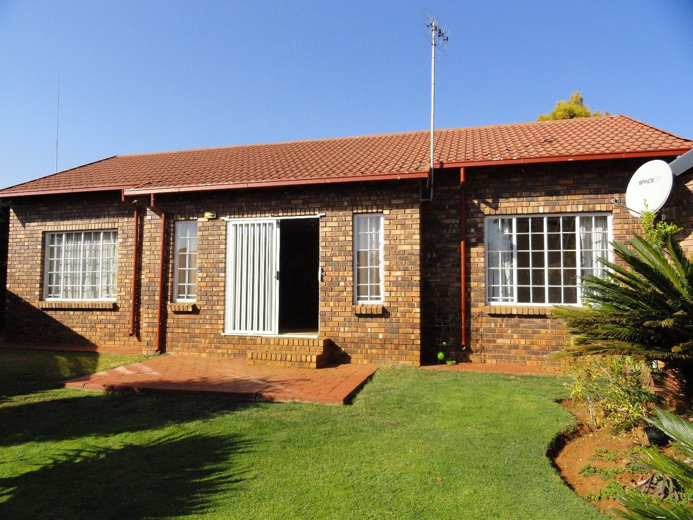 Pretoria, Faerie Glen Property    Houses To Rent Faerie Glen, Faerie Glen, House 3 bedrooms property to rent Price:, 12,00*