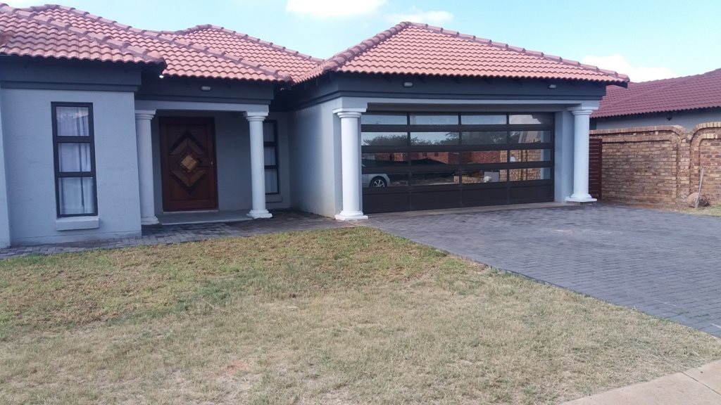 Property and Houses for sale in Theresapark, House, 3 Bedrooms - ZAR 1,615,000