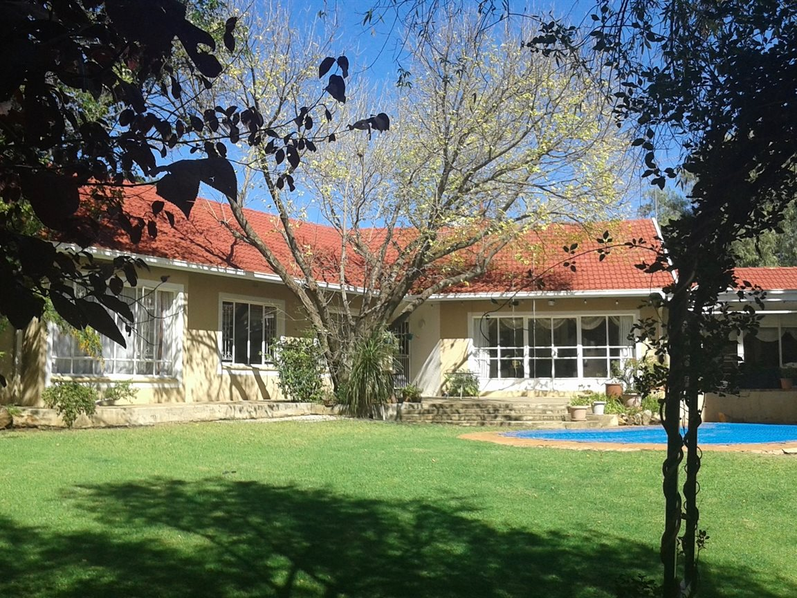 Northcliff property for sale. Ref No: 13327608. Picture no 15