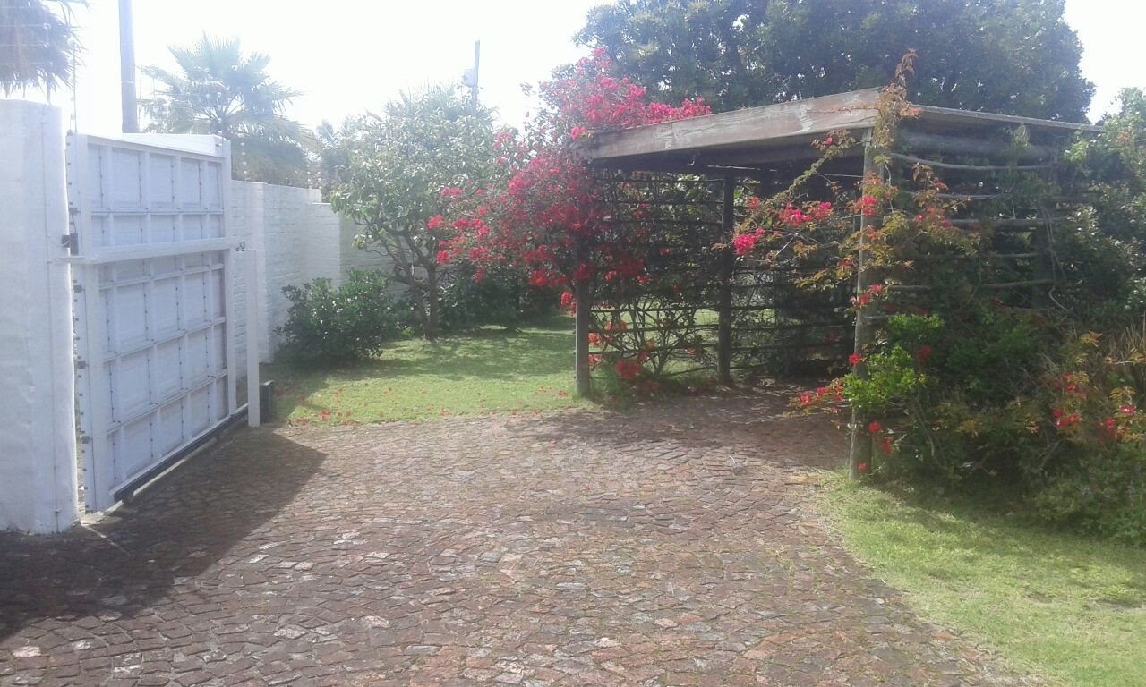 Beacon Bay property for sale. Ref No: 13566308. Picture no 41
