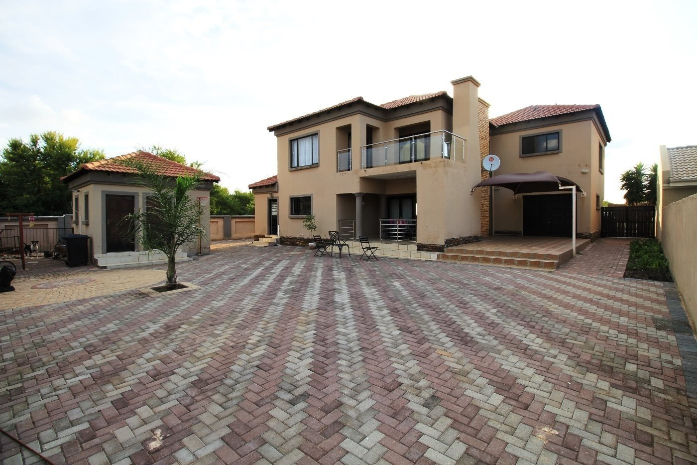 Property and Houses for sale in Theresapark, House, 4 Bedrooms - ZAR 2,260,000