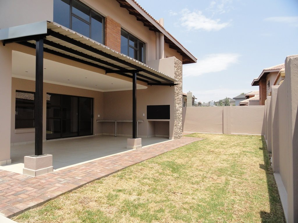 Six Fountains Residential Estate property for sale. Ref No: 13429423. Picture no 3