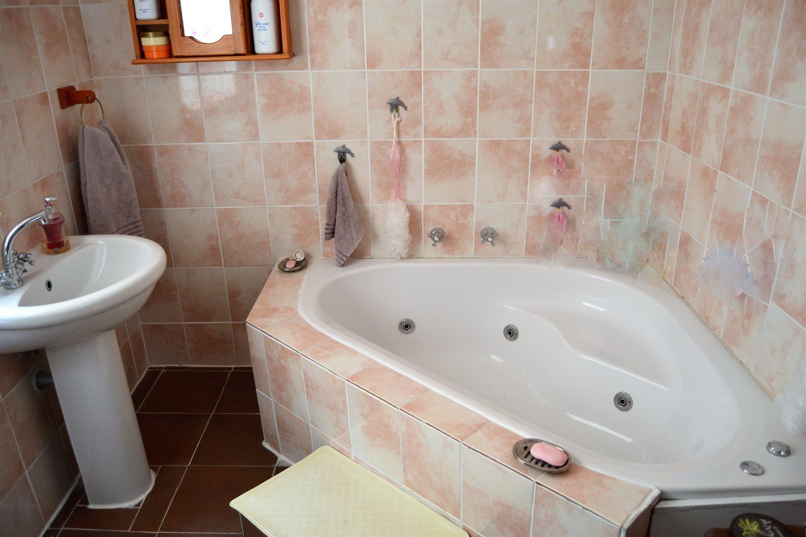 Britannia Bay property for sale. Ref No: 13539081. Picture no 12