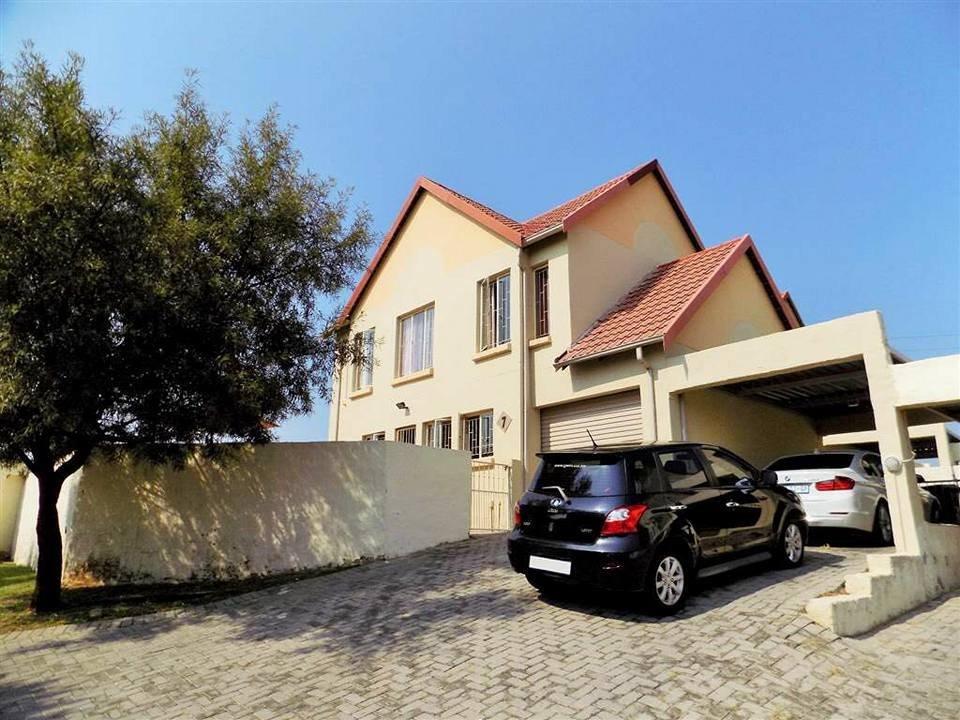 Centurion, Kosmosdal Property    Houses For Sale Kosmosdal, Kosmosdal, Townhouse 3 bedrooms property for sale Price:1,250,000