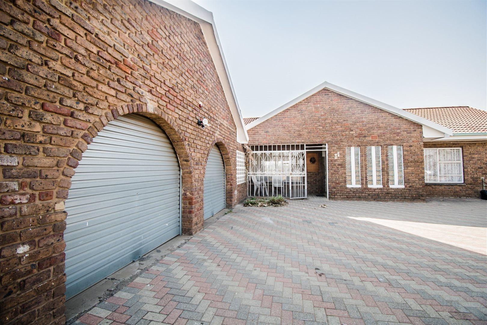 Meyerton, Homelands Property  | Houses For Sale Homelands, Homelands, Farms 3 bedrooms property for sale Price:1,200,000