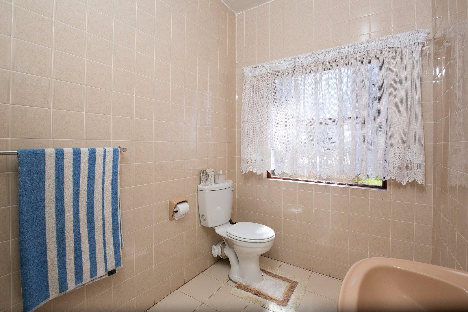 Glenvista property for sale. Ref No: 13524495. Picture no 29