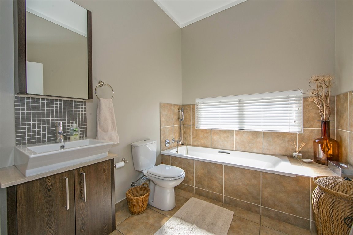 Fourways property for sale. Ref No: 13383649. Picture no 12