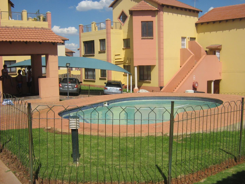 Mondeor property for sale. Ref No: 13525977. Picture no 26