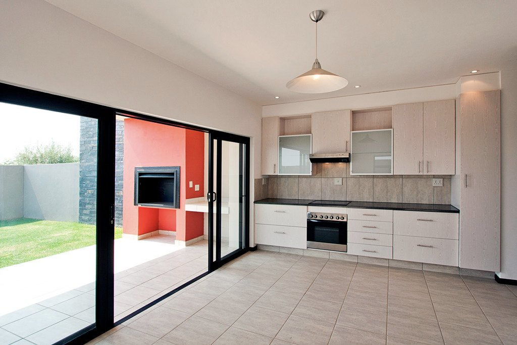 Lombardy Estate property for sale. Ref No: 13521936. Picture no 6