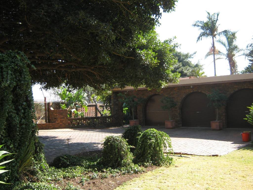 Waterkloof Glen property for sale. Ref No: 13505274. Picture no 11