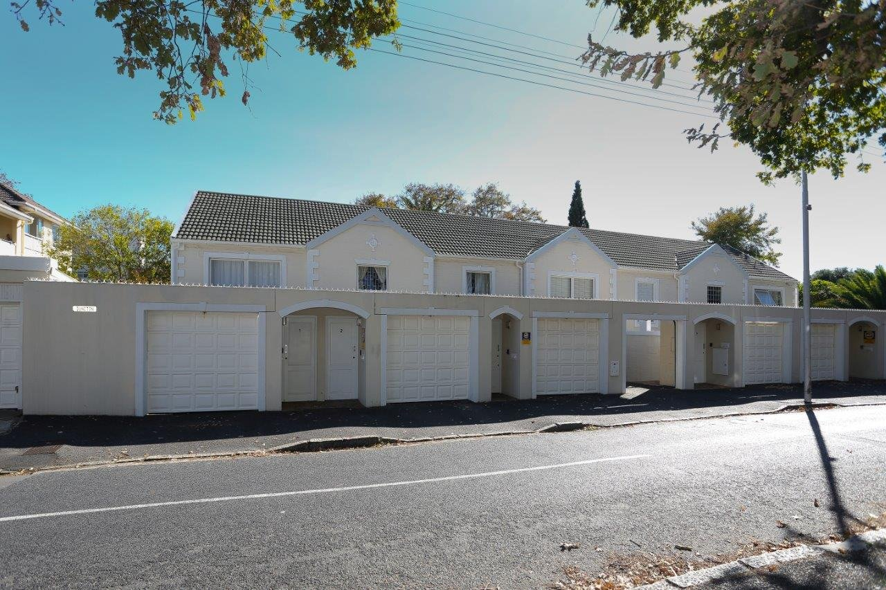 Property and Houses for sale in Rondebosch, Apartment, 2 Bedrooms - ZAR 2,650,000