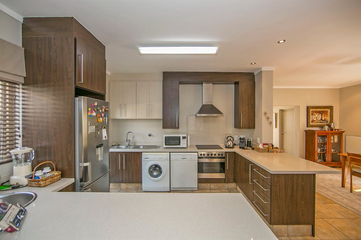 Fourways property for sale. Ref No: 13383649. Picture no 2