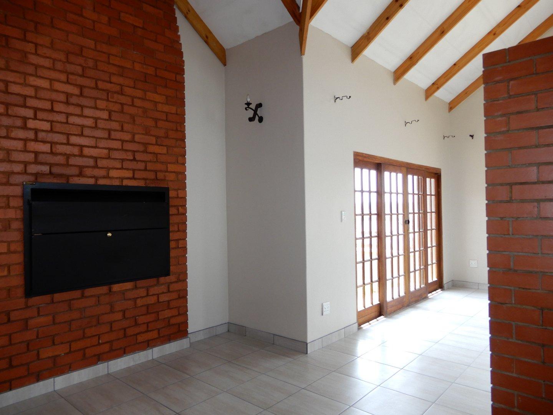Eldo View property for sale. Ref No: 13571784. Picture no 4