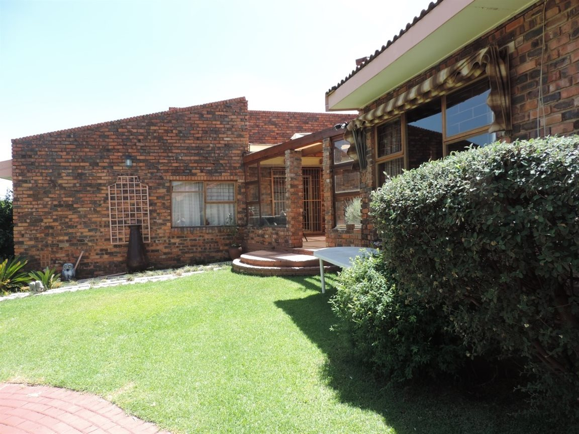 Three Rivers East property for sale. Ref No: 12772293. Picture no 24
