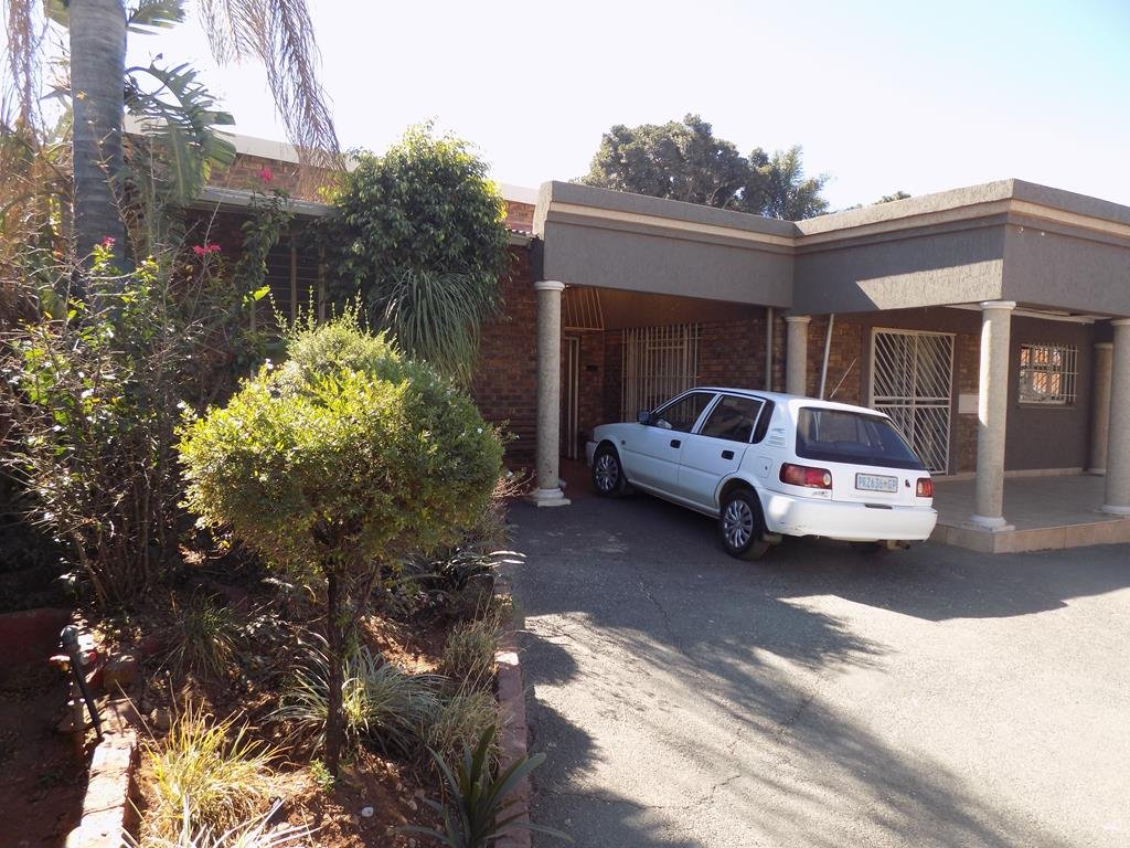 Laudium property for sale. Ref No: 13368162. Picture no 13