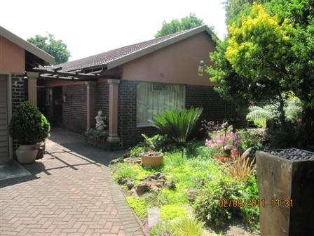Three Rivers East property for sale. Ref No: 13523179. Picture no 12